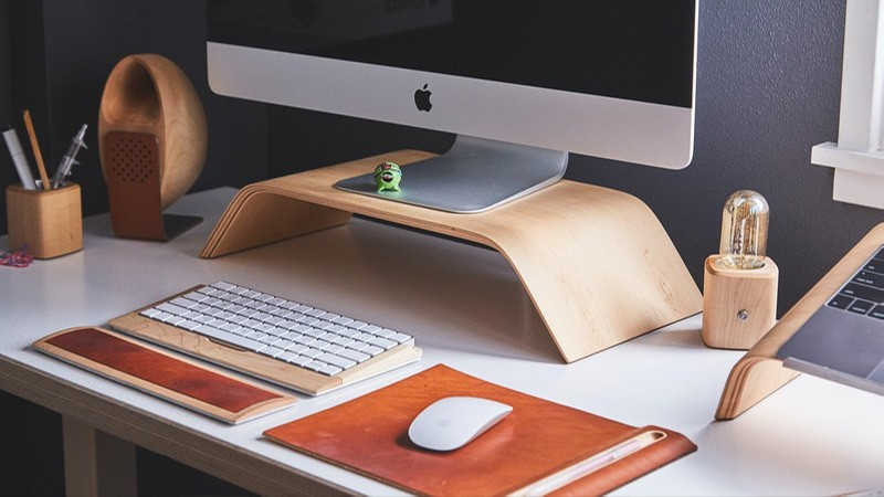 עיצוב משרד עם מחשב